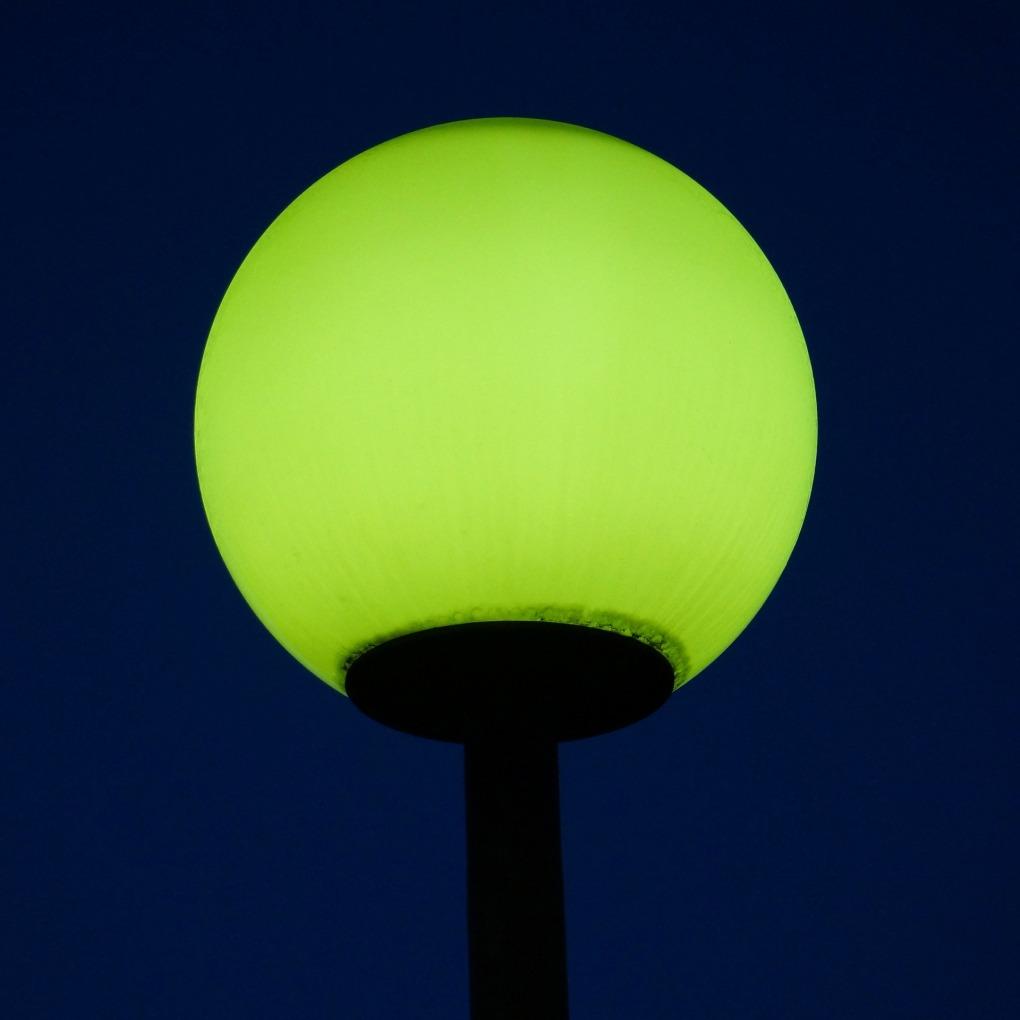 streetlight-196437_1920