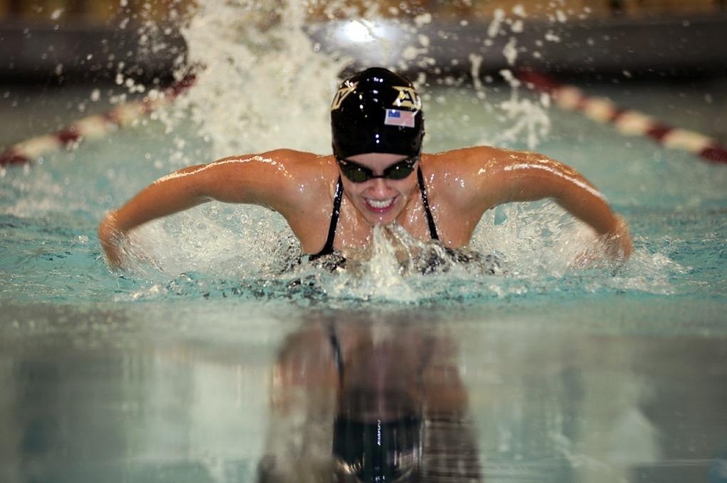 swimmer-579127_1280